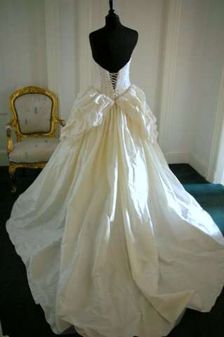 Silk Wedding Gown Manufacturers