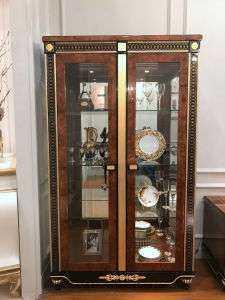 Solid Showcase Furniture Manufacturers
