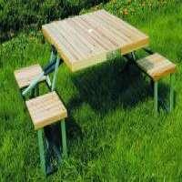 木制野餐桌