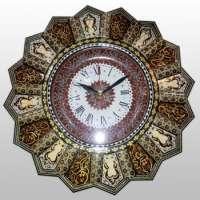 古色古香的木制时钟
