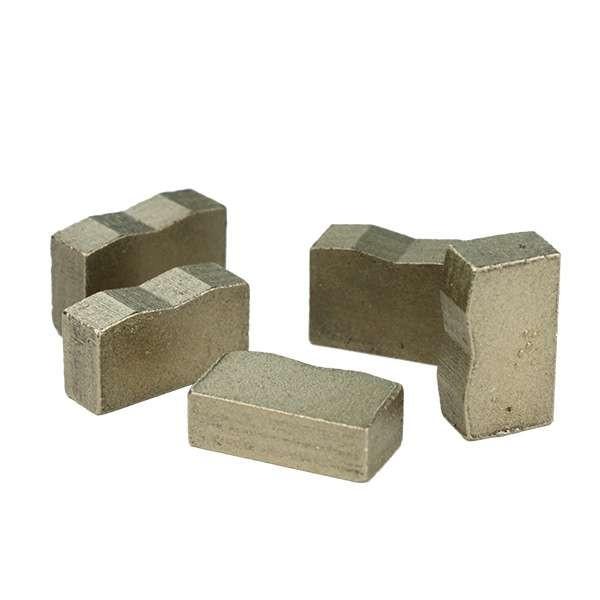 意大利切割机加工花岗岩块的钻石部分