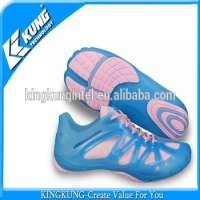 PVC运动鞋