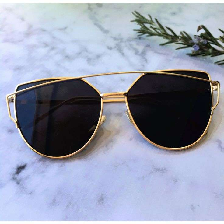 fashionable women sun glasses